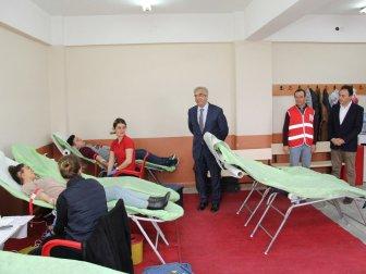 Kırklareli 'de Üniversitelilerden Kan Bağışı