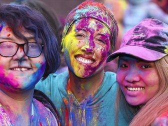 Abd'de 'Holi Festivali' Renkli Görüntülere Sahne Oldu