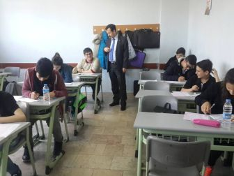 Hopa Kaymakamı Görükmez'den Okullara Ziyaret
