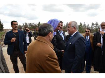 Vali Tuna Kırsal Mahalle Ziyaretlerini Sürdürüyor
