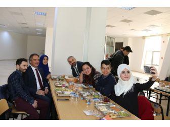 Rektör Prof. Dr. Mazhar Bağlı, Öğrencilerle Yemekte Bir Araya Geldi