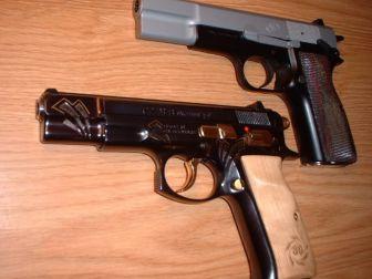 Ruhsatsız Silahlar Ele Geçirildi