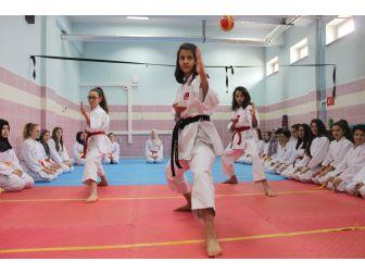 Tavşanlı Abdullah Taktak Ortaokulu Karatede Şampiyon