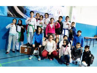 Mudanyalı Karateciler Madalyaları Topladı