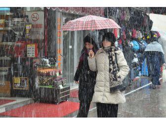Eskişehir'de Beklenmeyen Kar Şaşırttı