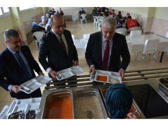 """Arat; """"Türkiye'deki Suriyelilerin İşsizliğe Düşünüldüğü Kadar Olumsuz Bir Etkisi Yok"""""""