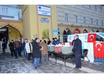 Palandöken Belediyesi Sabah Namazına Gelen Vatandaşa Simit İkram Etti