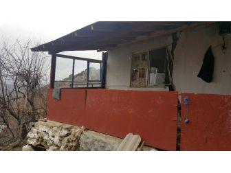 Antalya'da Heyelanda 8 Ev Yıkıldı