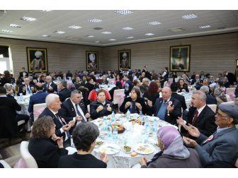 Şehit Aileleri Ve Gaziler Yemekte Ağırlandı
