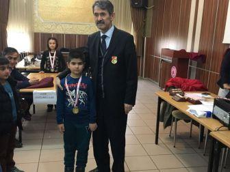 Satranç Turnuvasında Ali Fuat Darende İlkokulu Birinci Oldu