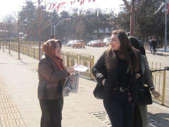 Ak Kadınlar Ev Ev Gezip Referandumu Anlatıyor