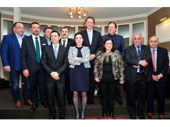 İşadamı Torunoğlulları Hollanda'da Bürokrasinin Önünü Açtı