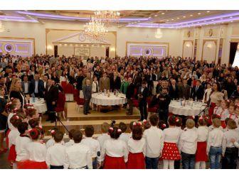 Türkiye Kosovalı Türk Çocuklarını Sevindirdi