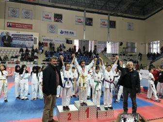 18 Mart Deniz Zaferi Marmara Taekwondo Şampiyonası Düzenlendi