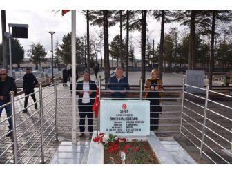 Başkan Şehit Halisdemir'in Kabrini Ziyaret Etti