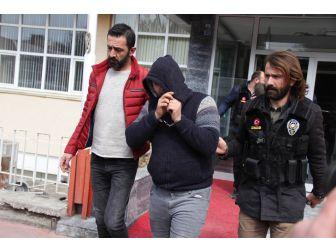 Polisten Kaçan Araçta Uyuşturucu Çıktı: 2 Gözaltı