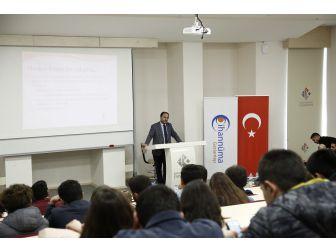 """Hkü'de """"Küresel Çağda Nasıl Bir Gençlik"""" Konulu Konferans"""