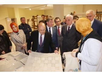 Başkan Gümrükçüoğlu'ndan Yöresel El Sanatları Kurs Merkezine Ziyaret
