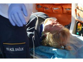 Milas'ta Kamyonet İle Motosiklet Çarpıştı, 1 Yaralı