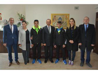 Güreşçi Öğrencilerden Başkan Köksoy'a Ziyaret
