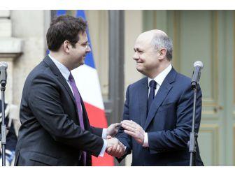 İstifa Eden Fransız Bakan Görevi Devretti