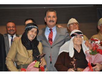 Toroslar'dan Yaşlılar Haftası'na Özel Tiyatro Gösterisi