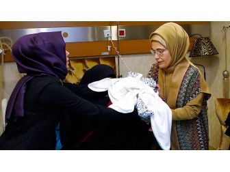 Emine Erdoğan'dan Şehit Bebeğine Ziyaret