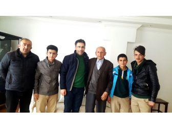 Hakkari Aihl Öğrencilerinden Yaşlılara Ziyaret