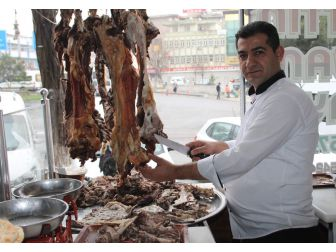 Siirt'te Bir Asırdır Vazgeçilmeyen Lezzet: Büryan Kebabı