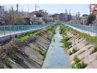 Sulama Kanalına Demir Korkuluklu Önlem