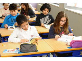 Beylikdüzü'nde Öğrencilere Çevre Ajandası Hediye Ediliyor