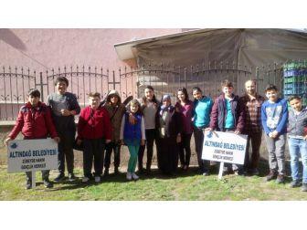 Altındağlı Çocuklar 'Yaşlılar Haftası''nda El Öptü