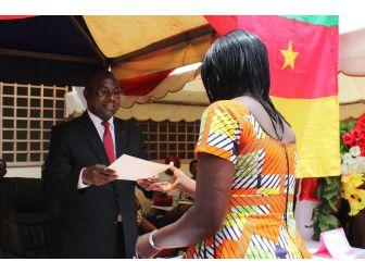 Kamerun'daki Mesleki Eğitim Merkezinde Sertifika Heyecanı