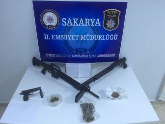 Sakarya'da Polis Ve Jandarmadan Uyuşturucu Operasyonu: 5 Tutuklama
