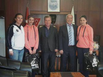 Milli Takımlar Kampına Seçilen Minik Sporculardan Başkan Uyan'a Ziyaret