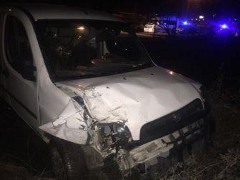 Bozüyük'te Otomobil İle Kamyonet Çarpıştı, 3 Yaralı