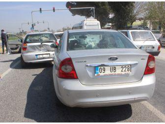 Aydın'da Kaza; Kırmızı Işıkta Araçlar Birbirine Girdi