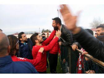 Samsunsporlu Futbolcular İle Taraftarlar Arasında Gerginlik