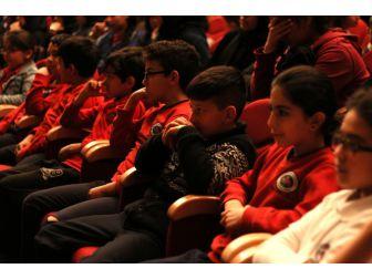 Kütüphaneler Haftası Adana'da Kutlanıyor