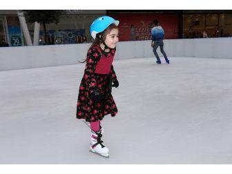 Ko-mek Kursiyerleri Buz Pateni Yaparak Stres Attı