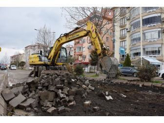 Ekrem Tanti Caddesi Beton Yol İçin Gün Sayıyor