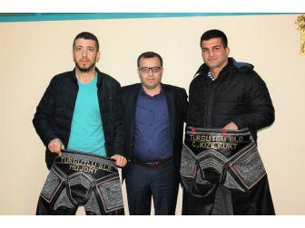 Turgutlu Belediyesi'nden Genç Güreşçilere Destek