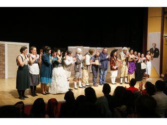 Kırklareli, Dünya Tiyatrolar Günü'ne Perdelerini Açtı