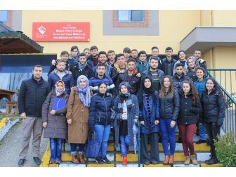 Üniversite Öğrencileri Huzurevi Sakinlerini Ziyaret Etti