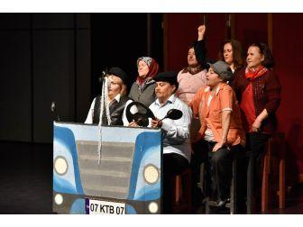Kadınlar Muratpaşa'da Sahne Aldı