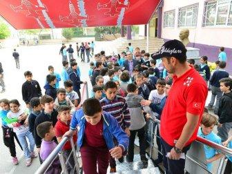 Çocuklar 'Türk Yıldızları' İle Uçtu