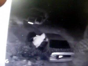 Şanlıurfa'da Bir Hırsız Çaldığı Para Kasasını Otomobile Yüklemek İçin Dakikalarca Uğraştı