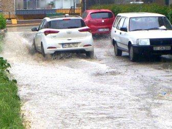 Bilecik'te Öğleden Sonra Sağanak Yağmur Etkili Oldu