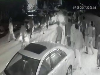 Sakarya'da Bir Kişi Herkesin Önünde Kız Kaçırdı