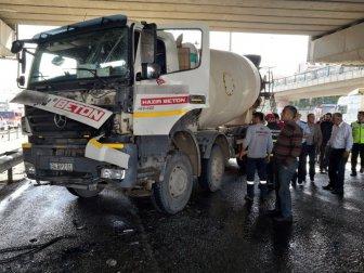 Gebze'de Beton Mikseri Yolcu Otobüsüne Çarptı: 1 Yaralı